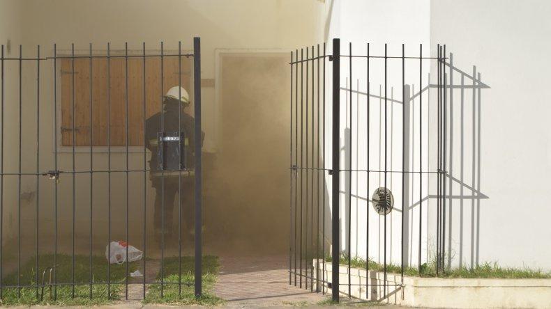 Una de las casas de los vecinos se vio afectada como consecuencia del incendio principal